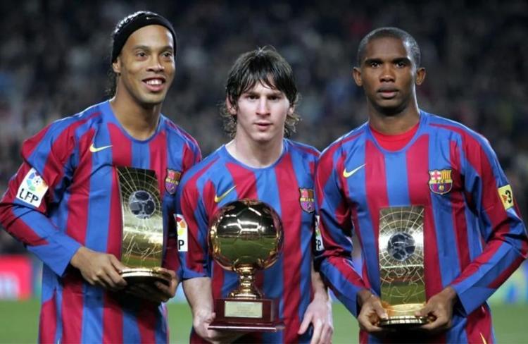 Ronaldinho, Messi y Eto'o formaron parte de una delantera soñada