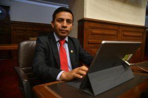 César Gonzales, presidente de la Comisión de Ética, renunció a Somos Perú