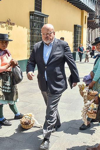 Carlos Bruce ingresa a reunión con presidente PPK en Palacio el lunes 7 por la mañana