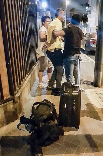 Sánchez detenido afuera de su vivienda