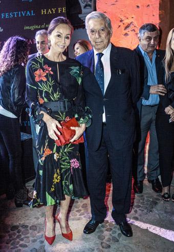 Coctel inaugural. Segunda vez de Isabel Preysler en Arequipa con MVLl