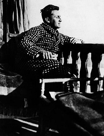 Haya de la Torre en Berlín, en casa del Dr. Goldsmith, en 1930